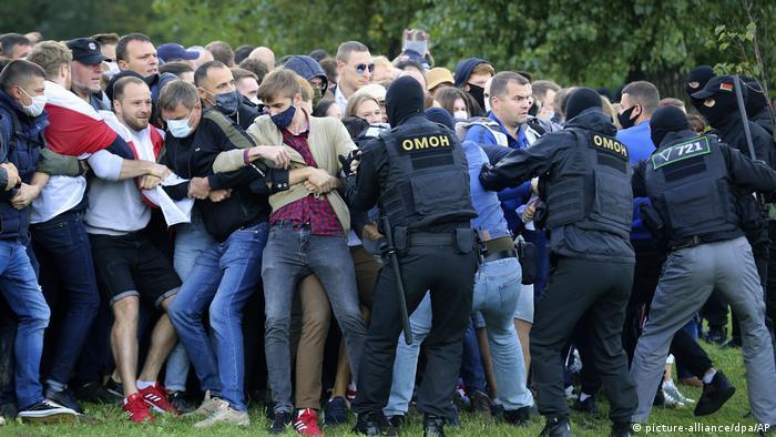 Belarus Proteste Minsk (picture-alliance/dpa/AP)