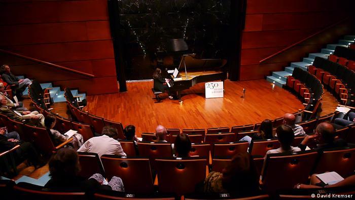 Susanne Kessel tocando en la 'Beethovenhaus' de Bonn, donde nació el músico