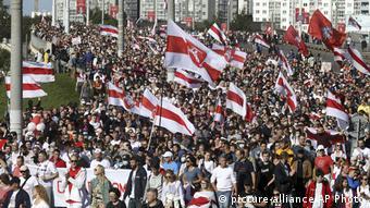 Тысячи людей на марше протеста в Минске