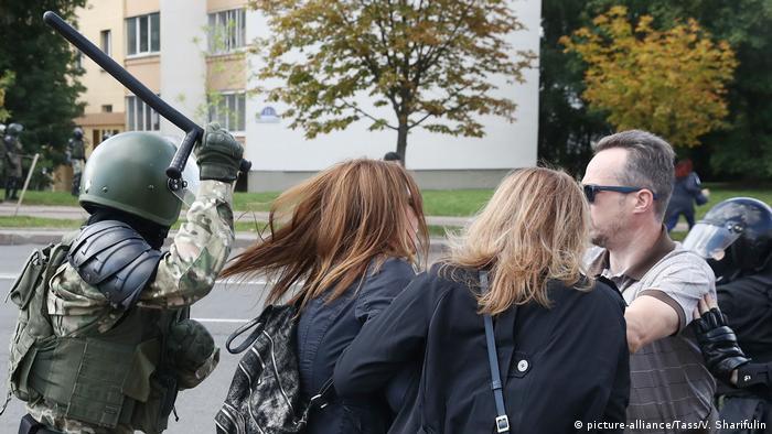 Силовики жорстоко поводилися з протестувальницями