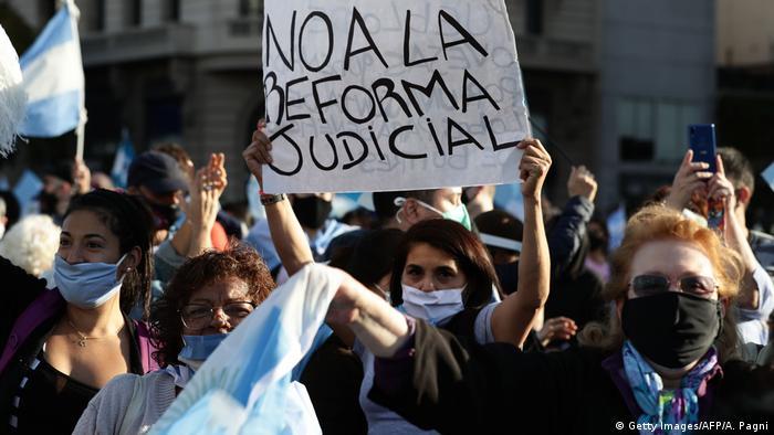 Protestas en Buenos Aires contra la reforma judicial del gobierno, que supuestamente daría impunidad a la vicepresidenta, Cristina Kirchner, implicada en juicios por corrupción. (13.09.2020).