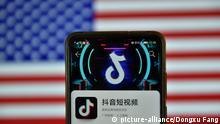 Symbolbild I Mobiltelefon I TikTok