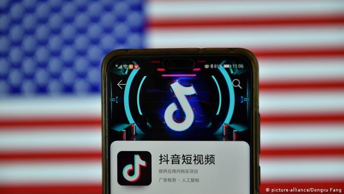 Symbolbild I Mobiltelefon I TikTok (picture-alliance/Dongxu Fang)