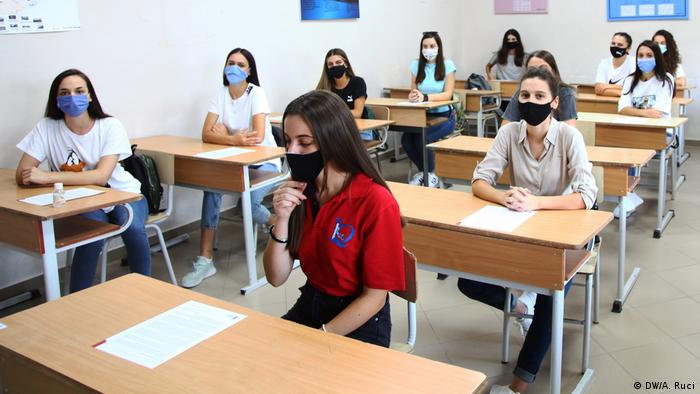 Albanien Tirana Coronavirus | Erster Schultag (DW/A. Ruci)