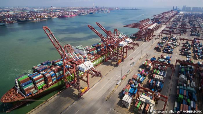 Порт у китайському Ціндао як ілюстрація експортної економіки