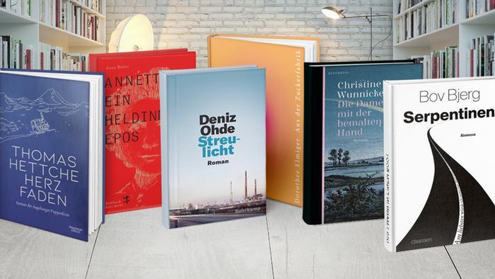 Aufgereihte Bücher und Cover der sechs Titel, die auf der Shortlist des Deutschen Buchpreises standen.