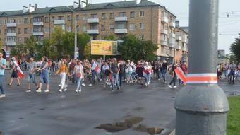 Участники мирного протестного шествия в Бресте в сентябре 2020 года