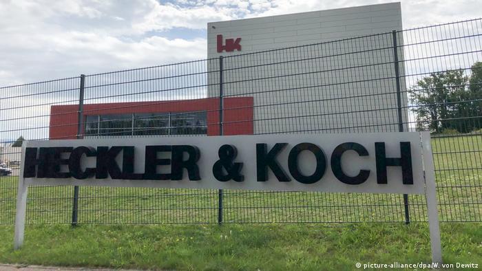 کارخانه اسلحه سازی هکلر و کخ واقع در اوبرندورف در ایالت بادن ووتنبرگ در سال ۱۹۴۹ و پس از جنگ دوم بنیانگذاری شده است. این کارخانه به ۸۸ کشور جهان مستقیما سلاح میفروشد و اکثر اعضای ناتو نیز جزو مشتریان آن هستند. در اکثر سالهای گذشته شرکت هکلر و کخ برنده مناقصههای ارتش آلمان (بوندس ِوهر) میشد.