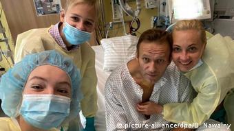 Навальный и члены его семьи в палате Шарите
