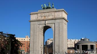 Триумфальная арка - один из немногих памятников эпохи франкизма, сохраняющийся в Мадриде