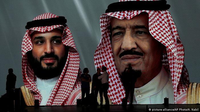 Prince Mohammed and King Salman on billboard | Dakar Rally | Organisatoren (picture-alliance/AP Photo/A. Nabil)