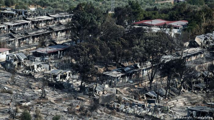 Moria kampı, çıkan yangında tamamen kül oldu.