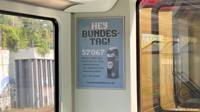 Reklama Oatlya u javnom prijvozu.