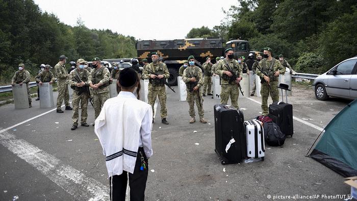 Українські прикордонники на кордоні з Білоруссю не пропускають хасидів через заборону уряду