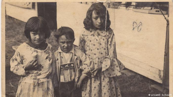 Zilli, Willi and Bluma as primary school children