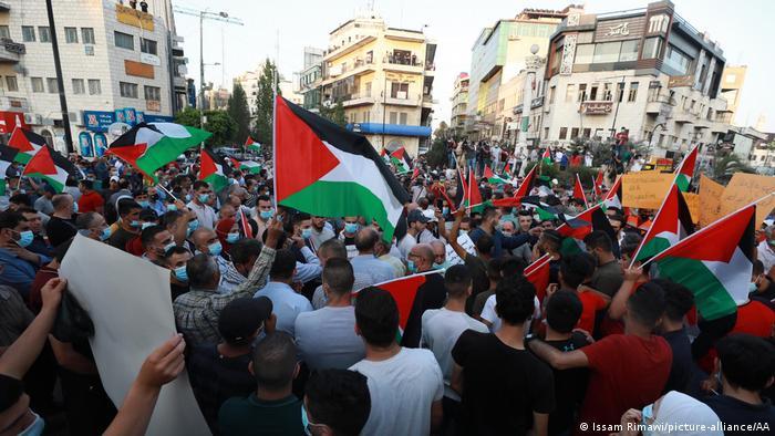 Protest in Ramallah gegen die VAE und Bahrains Normalisierungsabkommen mit Israel (Issam Rimawi/picture-alliance/AA)