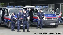 Österreichische Polizei bei einer Anti Corona Demonstration in Wien