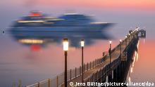 BdTD Deutschland Kreuzfahrtschiff Europa legt im Hafen von Wismar an