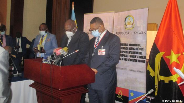 Vice-primeiro.mnistro da RDC, Gilbert Kankonde Malamba, e ministro do Interior de Angola, Eugénio Laborinho
