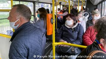 Пассажиры автобуса в Киеве, май 2020 года
