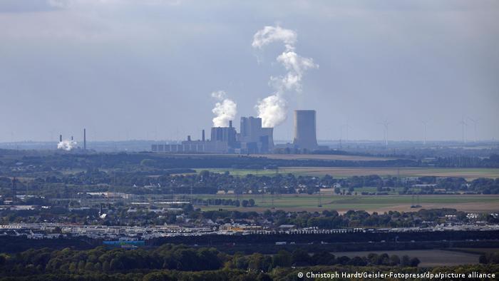 Fumaça saiu de usina de carvão na região de Colônia, na Alemanha