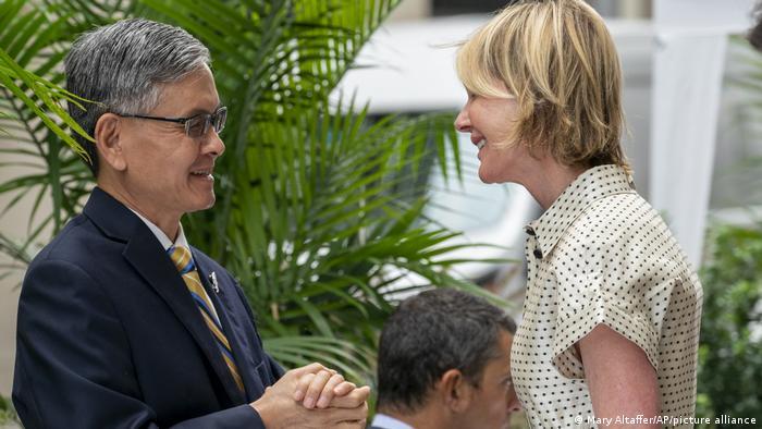New York | Treffen US-Botschafterin bei Vereinten Nationen Kelly Craft (R) mit James K.J. Lee aus Taiwan (Mary Altaffer/AP/picture alliance)