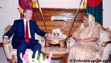 ARCHIV 14.11.2010 Copyright: imago/Xinhua (101114) -- DHAKA, Nov. 14, 2010 (Xinhua) -- Bangladeshi Prime Minister Sheikh Hasina (R) meets with visiting Turkish Prime Minister Recep Tayyip Erdogan in Dhaka, capital of Bangladesh, Nov. 14, 2010. Bangladesh and Turkey have agreed to push bilateral trade up to 3 billion US dollars by 2015. (Xinhua) (jl) BANGLADESH-TURKEY-PM-MEETING PUBLICATIONxNOTxINxCHN Politik People kbdig xub 2010 quer premiumd Bildnummer 54638621 Date 14 11 2010 Copyright Imago XINHUA Dhaka Nov 14 2010 XINHUA Bangladeshi Prime Ministers Sheikh Hasina r Meets With Visiting Turkish Prime Ministers Recep Tayyip Erdogan in Dhaka Capital of Bangladesh Nov 14 2010 Bangladesh and Turkey have agreed to Push bilaterally Trade up to 3 Billion U.S. Dollars by 2015 XINHUA JL Bangladesh Turkey PM Meeting PUBLICATIONxNOTxINxCHN politics Celebrities Kbdig 2010 horizontal premiumd