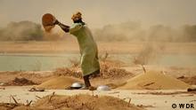 Global Sahel Die Sahelzone ist eine Region, die schon jetzt stark von der Klimakrise betroffen ist. Politisches Chaos und blutige Konflikte bestimmen in vielen Staaten des Sahels den Alltag. Rechte: sind gegeben nur für diesen Beitrag! Copyright: WDR