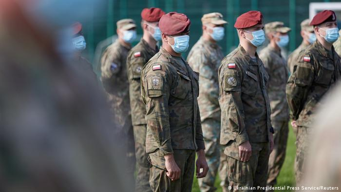 Польские военнослужащие на учениях Rapid Trident в Львовской области в 2020 году