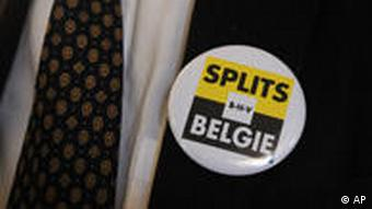A pin on a suit lapel that reads 'Split Belgium'