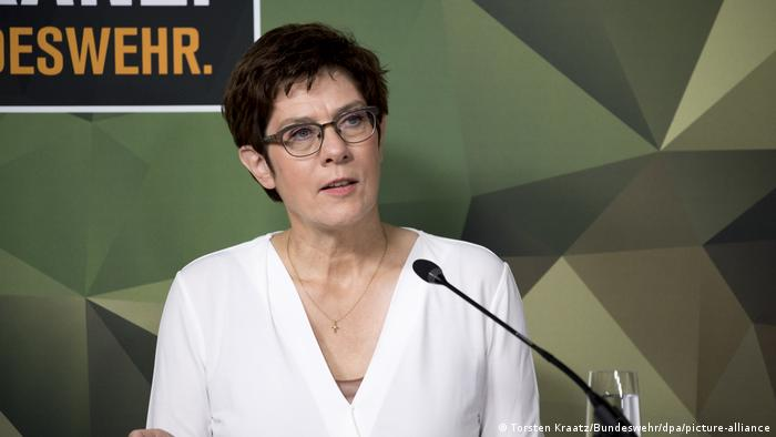 German Defense Minister Annegret Kramp-Karrenbauer (Torsten Kraatz/Bundeswehr/dpa/picture-alliance)