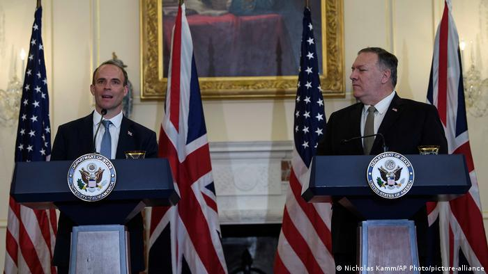 Raab and Pompeo at a press conference (Nicholas Kamm/AP Photo/picture-alliance)