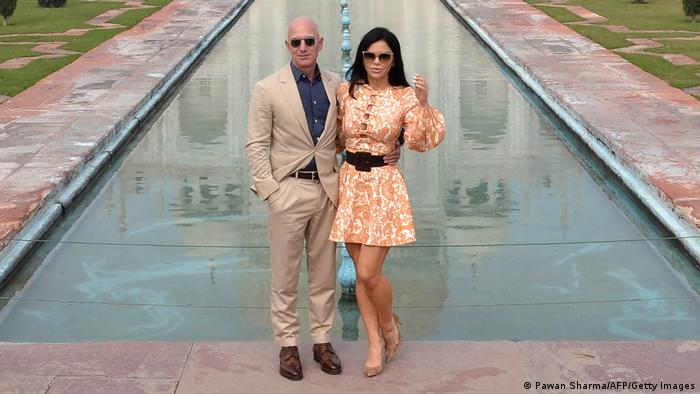 Jeff Bezos and Lauren Sanchez in front of the Taj Mahal