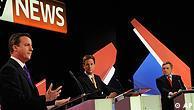 مناظره تلویزیونی . از راست، گوردون براون رهبر حزب کارگر، نیک کلِک رهبر حزب لیبرال دمکرات و دیوید کامرون رهبر حزب محافظه کار