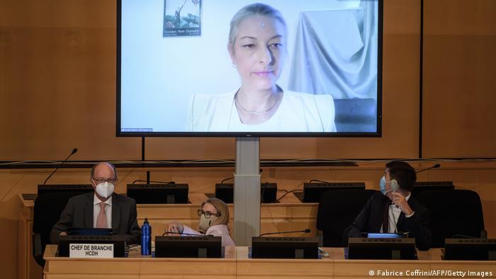 أناييس مارين مقررة الأمم المتحدة الخاصة بسجل حقوق الإنسان أثناء القاء كلمتها في مؤتمر طارئ بجنيف.