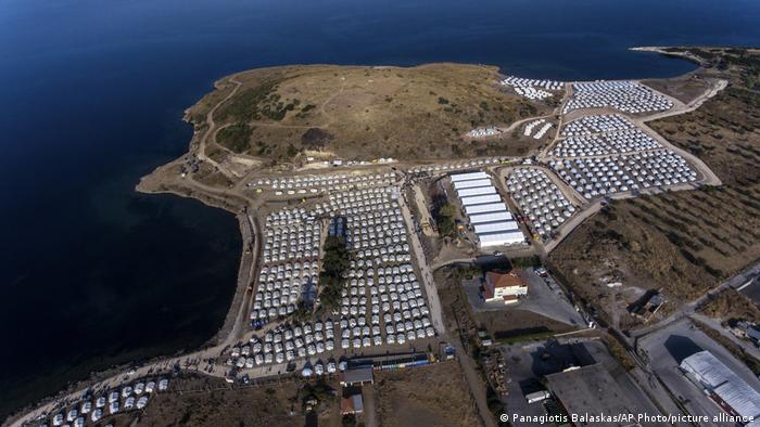 Griechenland Lesbos   Luftaufnahme neues Migranten-Lager Kara Tepe