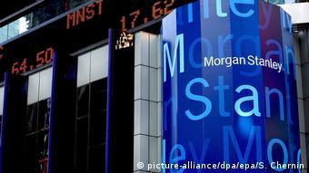 Курсы акций рядом с логотипом банка Morgan Stanley