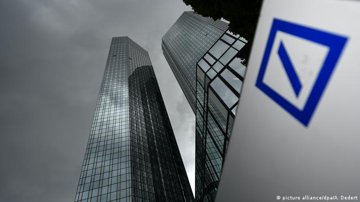 Prédio e logo do Deutsche Bank
