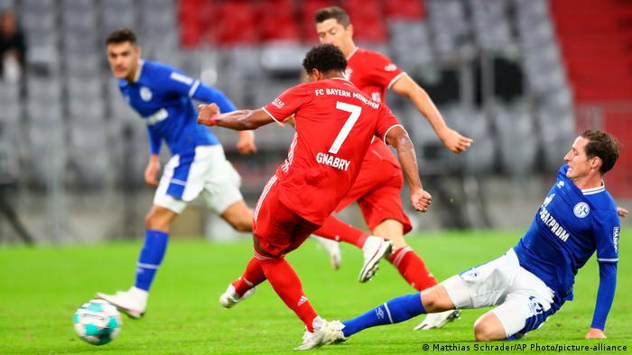 Bundesliga Fussball - Bayern Munich vs. Schalke 04 (Matthias Schrader/AP Photo/picture-alliance)
