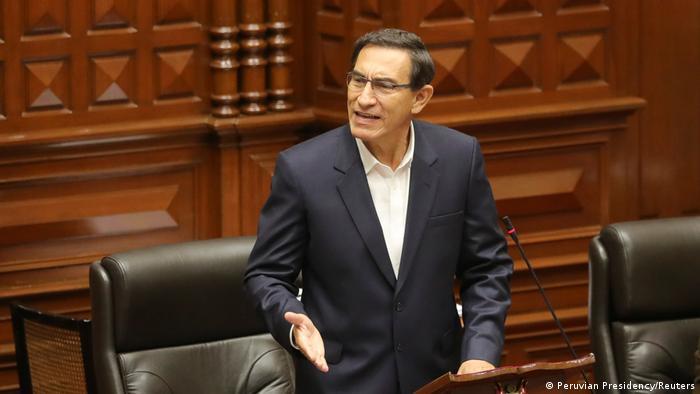 Perus Präsident Martin Vizcarra spricht vor dem Kongress in Lima