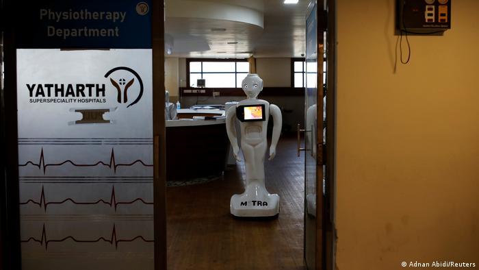 Coronavirus | Indien Krankenhaus Noida | Pflege-Roboter Mitra (Adnan Abidi/Reuters)