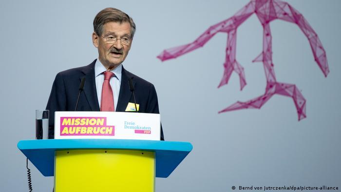 Hermann Otto Solms redet auf dem FDP Bundesparteitag