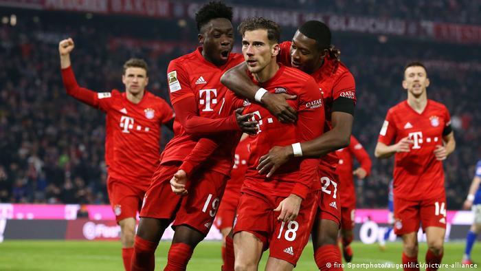 Bundesliga Fussball - Bayern München gegen Schalke 04