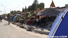 Makeshift tents on the road from Mytilini (Henning Goll/DW)