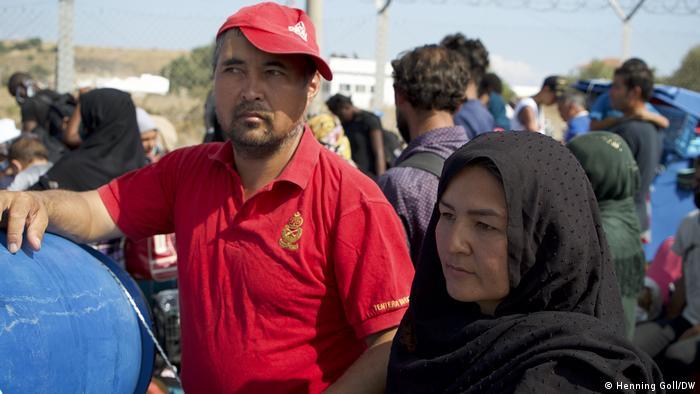 Casal de refugiados afegãos