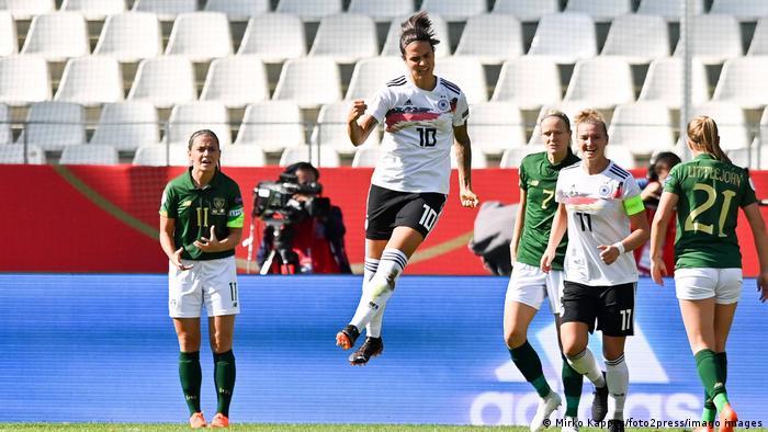 Deutschland   Fussball - Frauenfussball   EM- Qualifikation - Deutschland - Irland (Mirko Kappes/foto2press/imago images)
