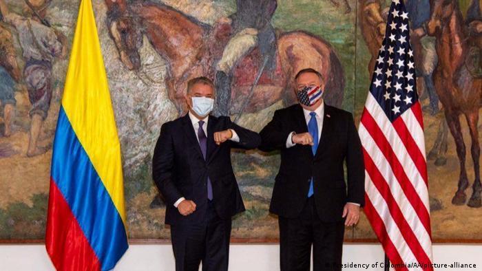 Iván Duque y Mike Pompeo, con sus respectivas mascarillas.