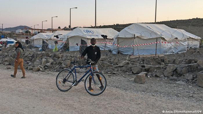 Griechenland Lesbos | Umzug in neues Lager Kara Tepe (Reza Shirmohammadi/DW)