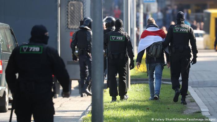 Белорусские силовики задерживают участников акций протеста