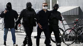 Затримання учасника протестного маршу в Мінську